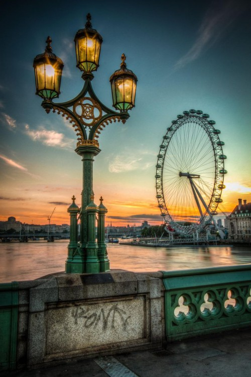 The Eye By Lamp Light - London Eye - Eye For Images Photography By Paul Stoakes